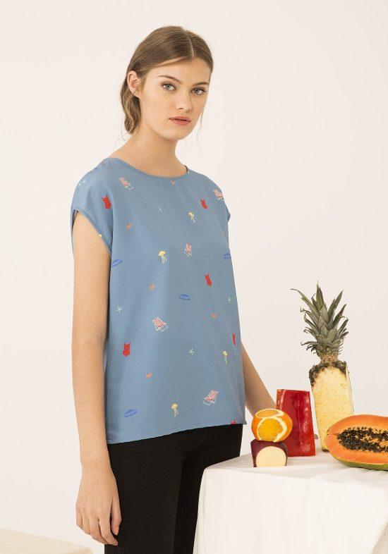 camiseta-azul-estampado-hamacas-playa