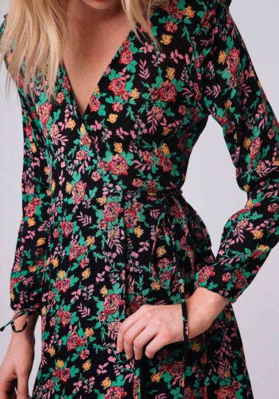 vestido-negro-estampado-floral
