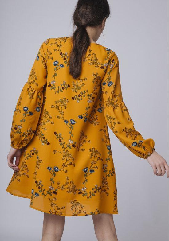 vestido-recto-floreado-mostaza