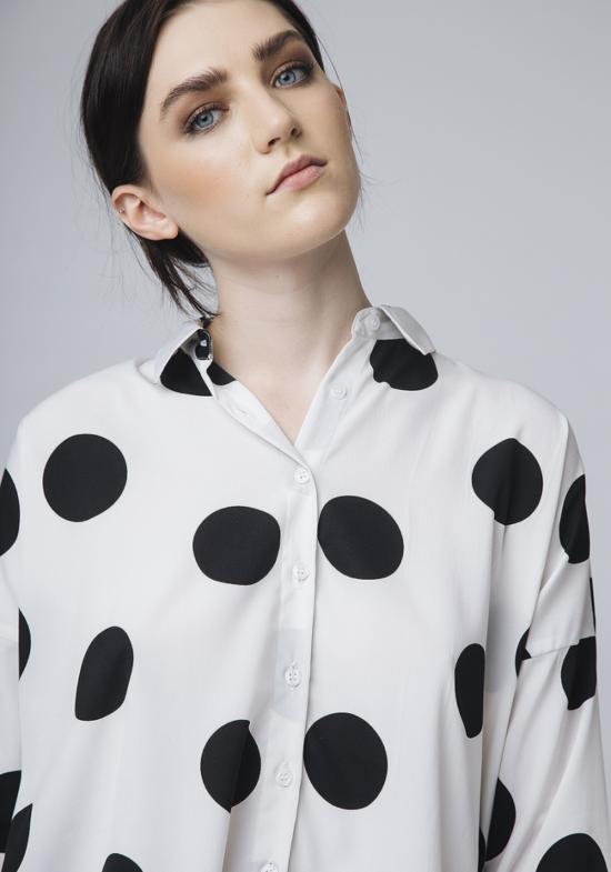 camisa-blanca-lunares-negros-duero