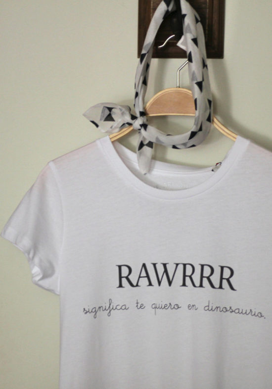 camiseta-rawr-significa-te-quiero-en-dinosaurio