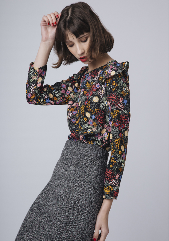 top-negro-estampado-floral