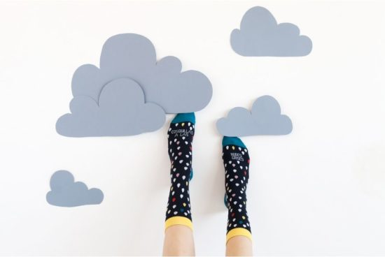 calcetines-divertidos-cosquillas-a-las-nubes-grises