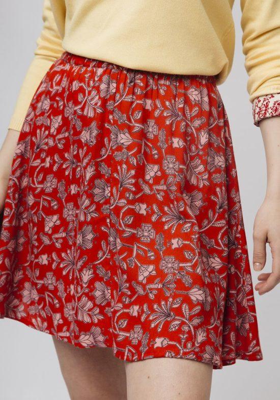 falda-roja-estampado-etnico-rosa