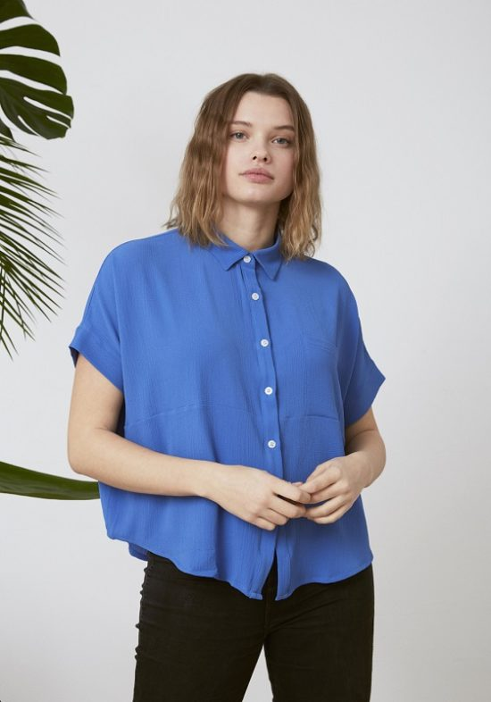 Camisa-Azul-botones-fluida