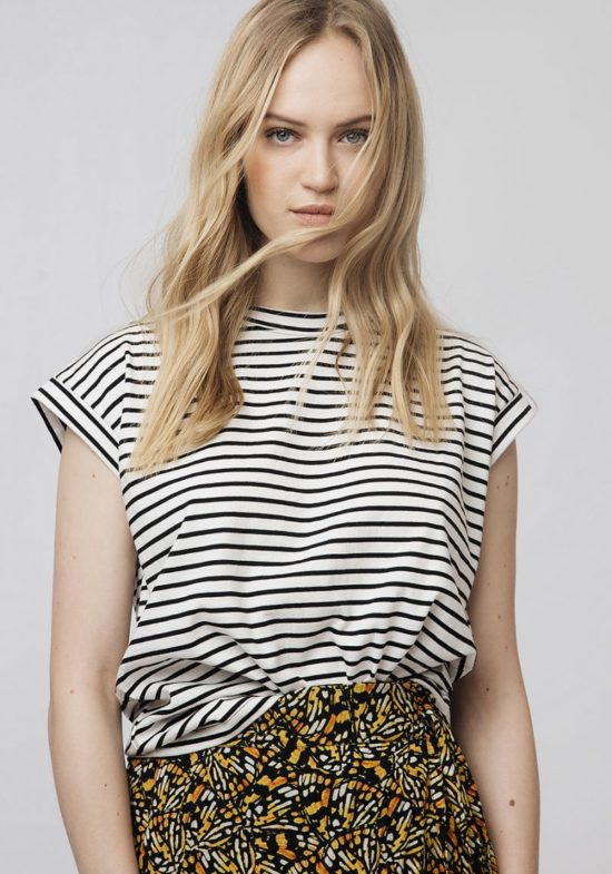 camiseta-rayas-blancas-negras