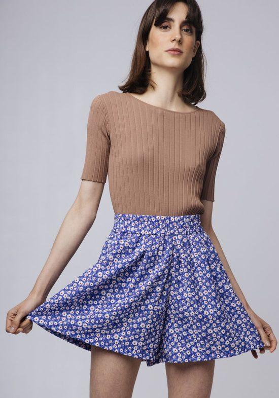 falda-pantalon-estampada-margaritas