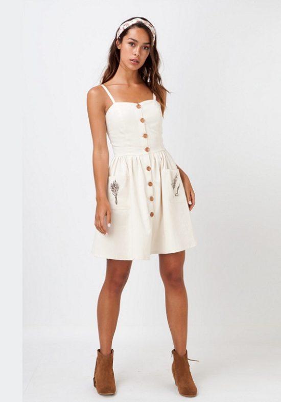 vestido-beige-botones-madera-bolsillos