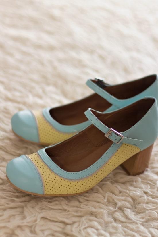 zapato-vintage-amarillo-celeste-pinup