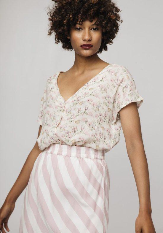 blusa-estampado-flores-romanticas-mangas-cortas
