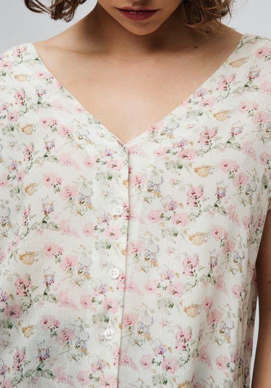 top-beige-abotonado-flores-rosas-escote-pico