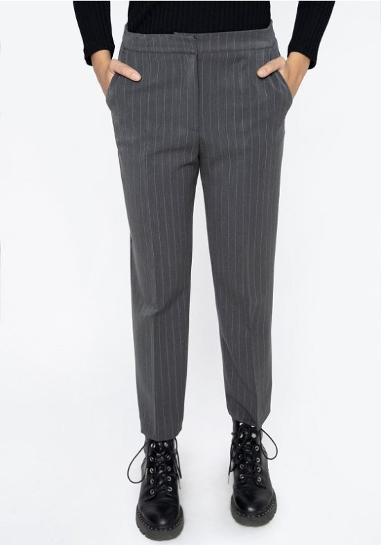 pantalones-grises-raya-diplomatica