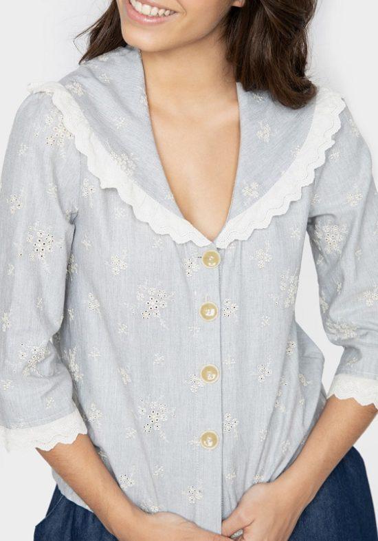 blusa-amalia-bordado-flores-escote-pico