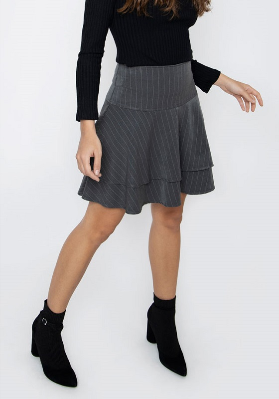falda-lisle-gris-raya-diplomatica