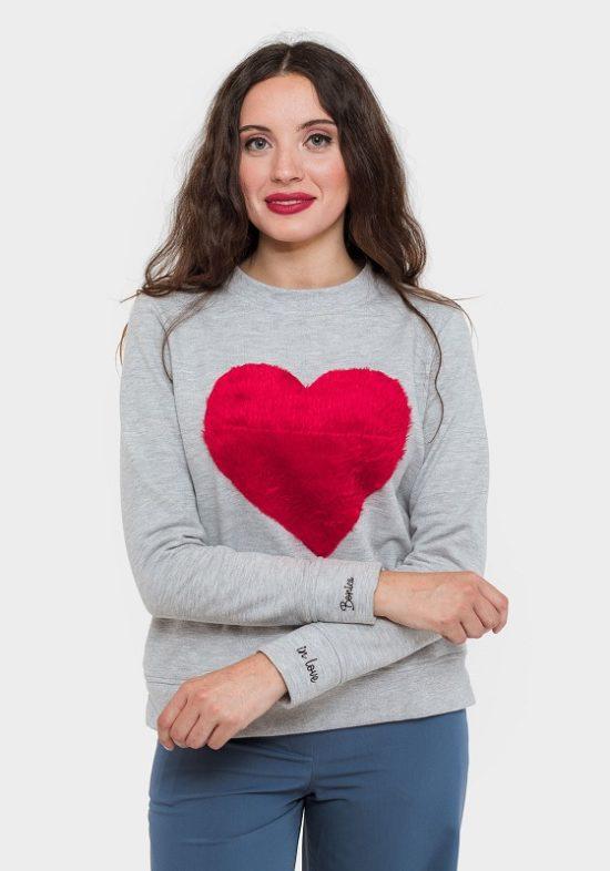sudadera-gris-corazon-rojo-de-peluche
