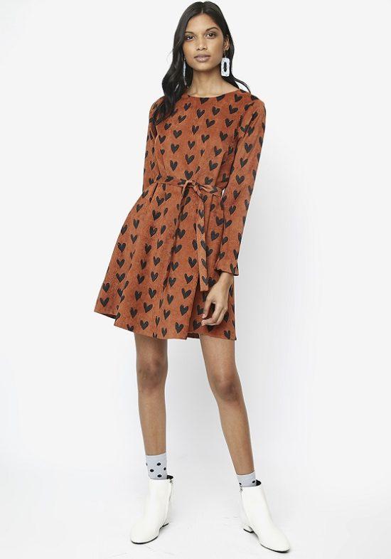vestido-corto-micropana-estampado-corazones