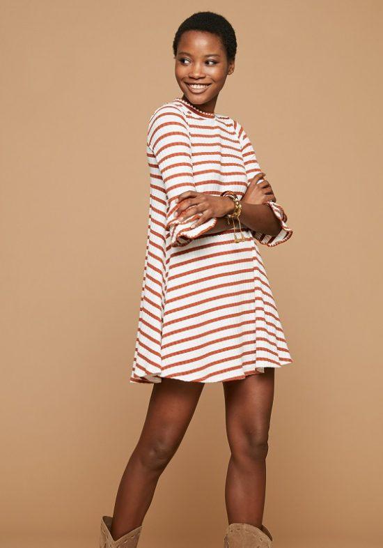 vestido-corto-rayas-naranjas-mangas-francesas