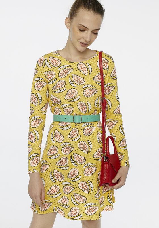 vestido-amarillo-estampado-paisley