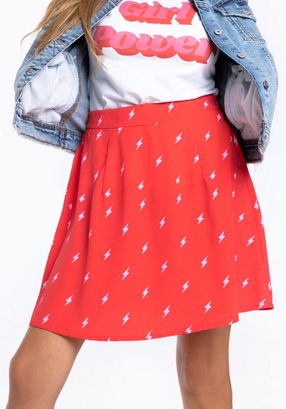 falda-corta-roja-estampado-rayos