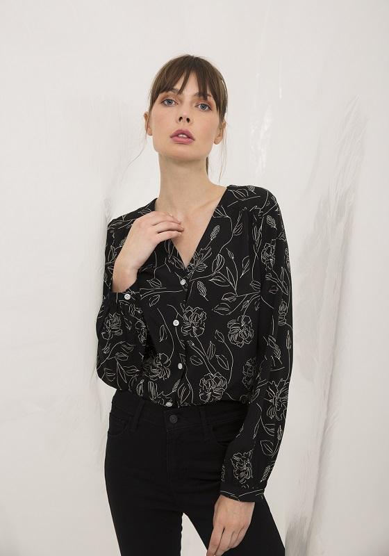 camisa-negra-estampado-flores-deva
